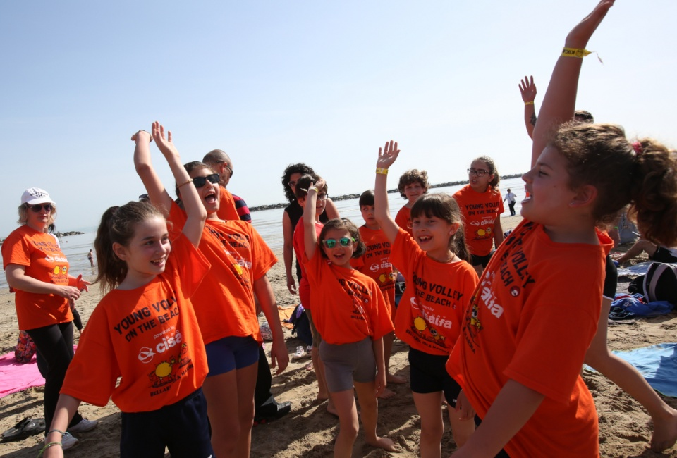 YOUNG VOLLEY ON THE BEACH LUGLIO
